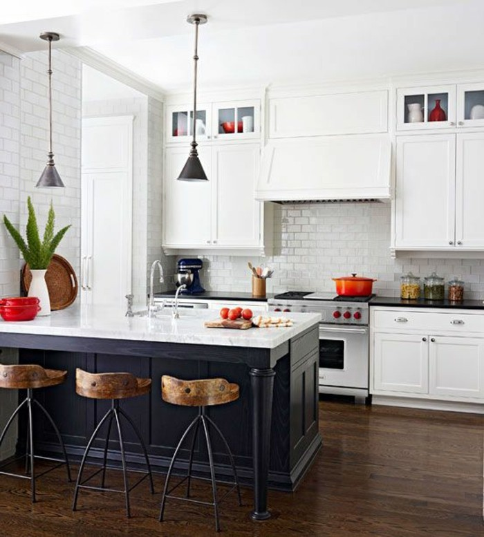 53 variantes pour les cuisines blanches for Cuisine avec sol parquet
