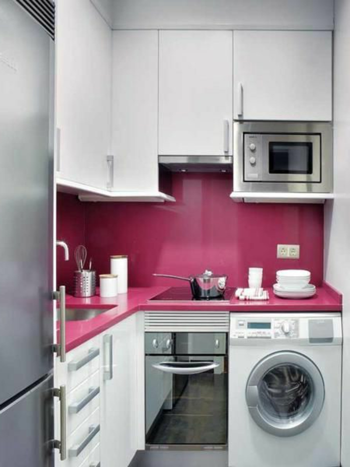 cuisine-moderne-petit-espace-de-style-americain-meubles-incorpurés