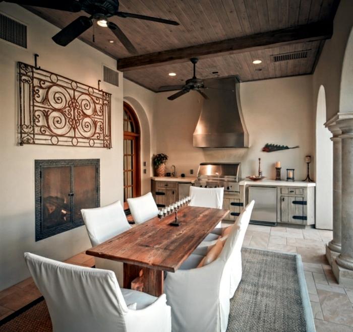 cuisine-style-campagne-chaleureuse-cheminée-murale