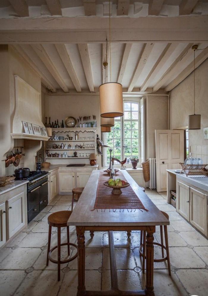 cuisine-style-campagne-cuisine-loft-rustique-avec-grande-table-rectangulaire