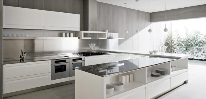 53 variantes pour les cuisines blanches - Cuisine avec carrelage gris ...