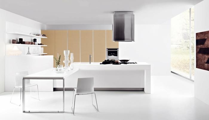 cuisines-blanches-avec-un-ilot-de-cuisine-central-blanc-credence-couleur-blanc-et-meubles-beiges-plafond-blanc