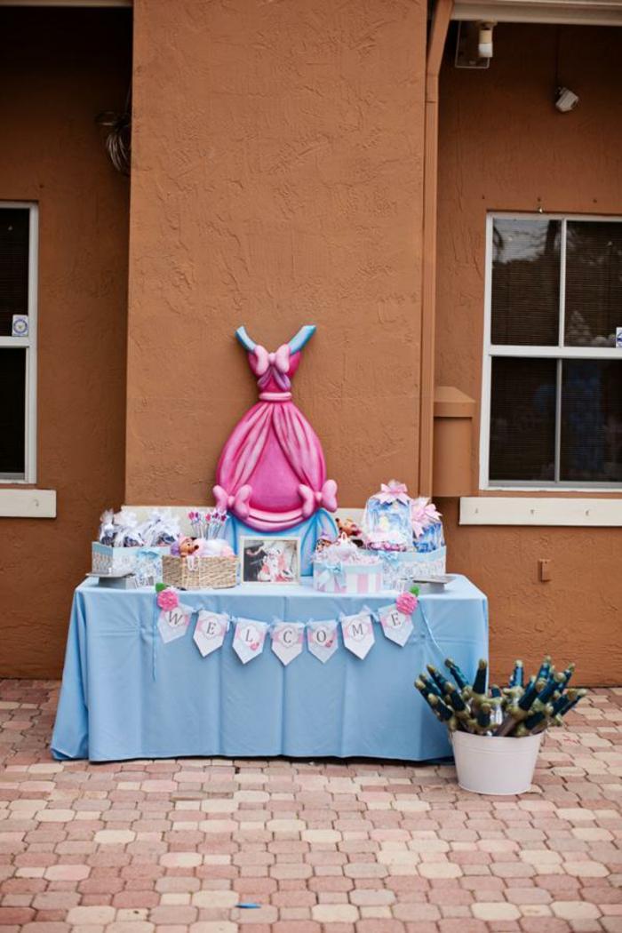 déco-à-faire-à-soi-même-gâteau-anniversaire-thème-Disney-Aurore-table-gateauc