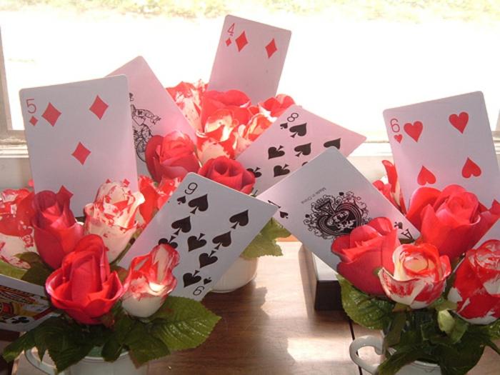 déco-anniversaire-fille-pique-nique-au-plain-nature-jardin-party-décoration-alice-cartes