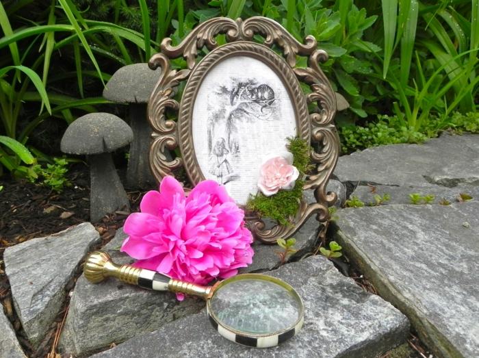 déco-anniversaire-fille-pique-nique-au-plain-nature-jardin-party-décoration-alice-pivoine-rose-miroir-lupe