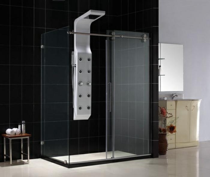 dans-la-salle-de-bain-avec-carrelage-noir-dans-la-salle-de-bain-carrelage-noir