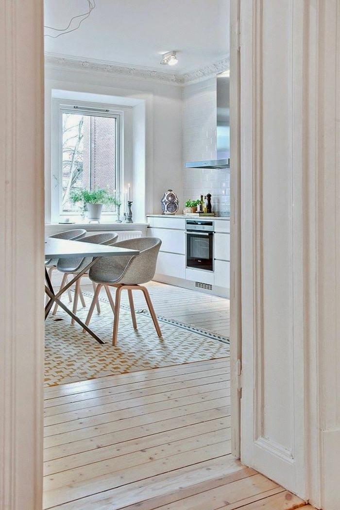 deco-nordique-avec-meuble-suedois-et-tapis-scandinave-dans-la-maison-contemporaine