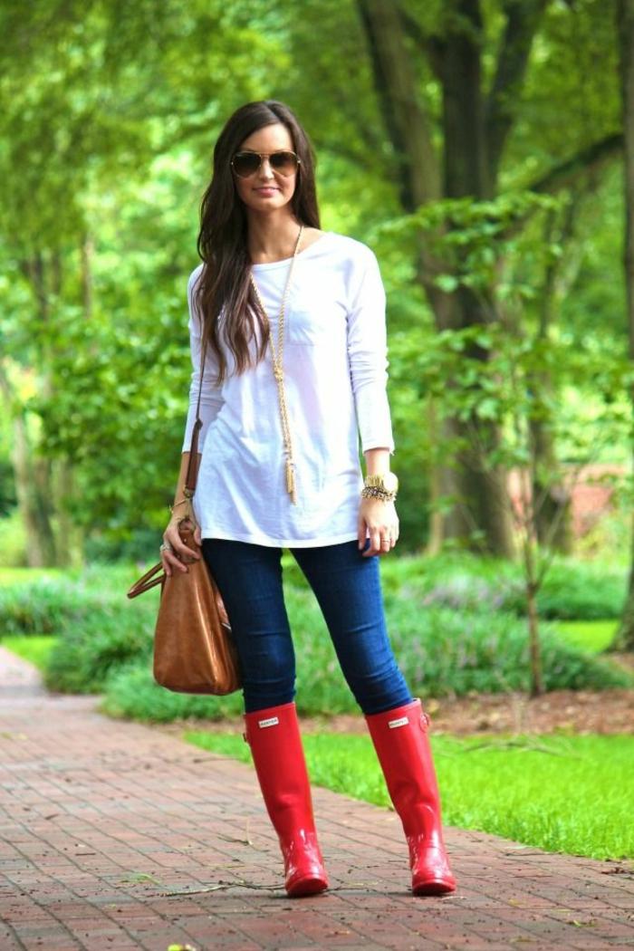 des-bottes-de-pluie-femme-bottes-originales-tenue-hiver-park-alée
