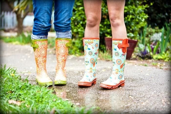 des-bottes-de-pluie-femme-bottes-originales-tenue-hiver-peleuse