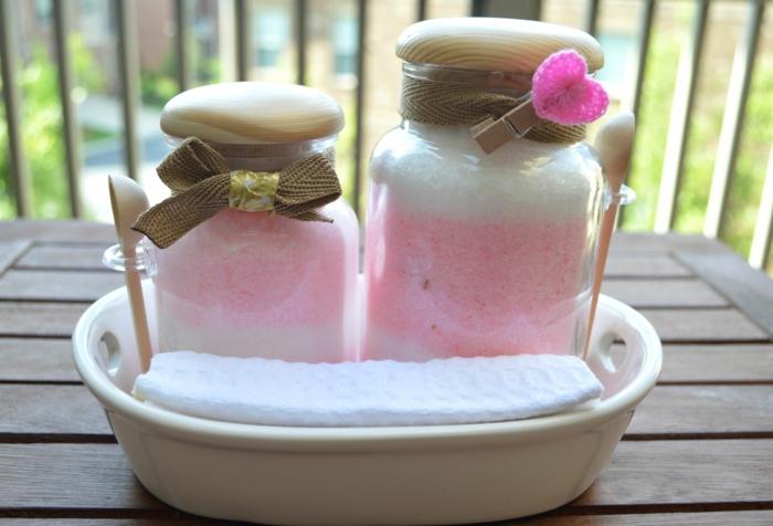 des-cadeaux-belle-mere-DIY-Gift-Homemade-Bath-Salt-pour-la-salle-de-bain-baignoire