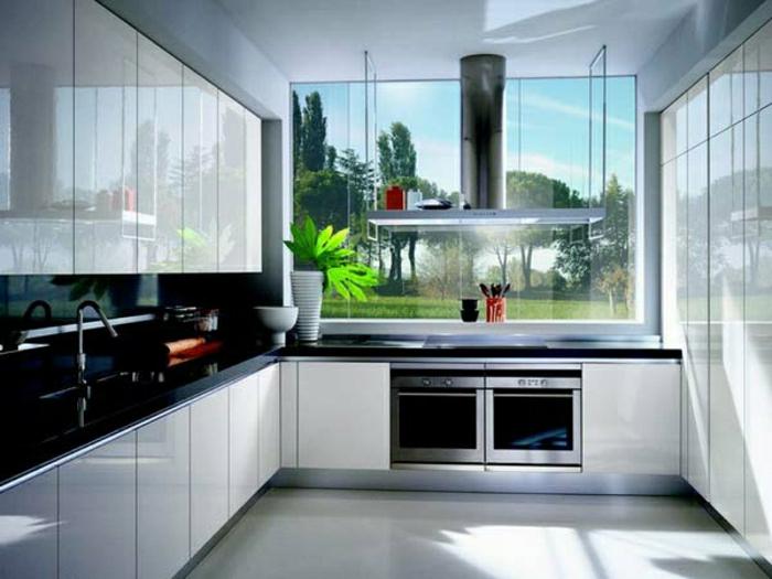 des-photos-cuisine-blanche-cuisine-moderne-idées-cuisine-le-jardin-fenetre