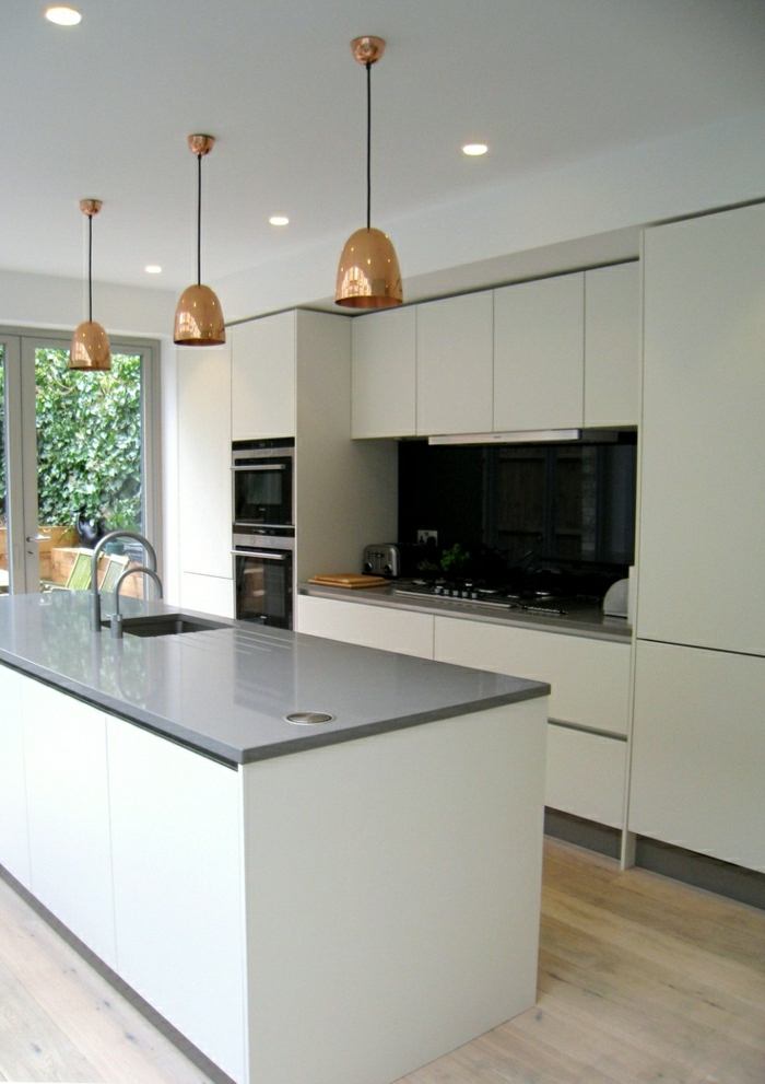 des-photos-cuisine-blanche-cuisine-moderne-idées-cuisine-plot-gris