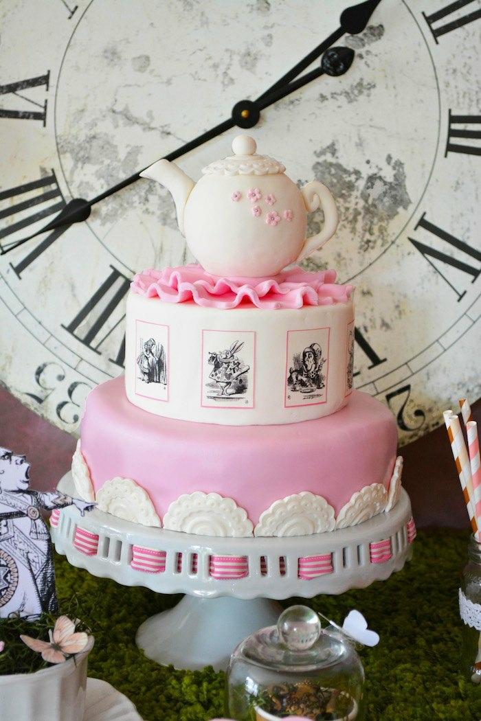 disney-alice-au-pays-des-merveilles-gâteau-anniversaire-fête-décoration-belle-en-rose