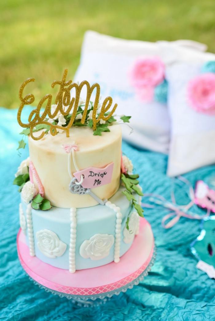 disney-alice-au-pays-des-merveilles-gâteau-anniversaire-fête-décoration-cake