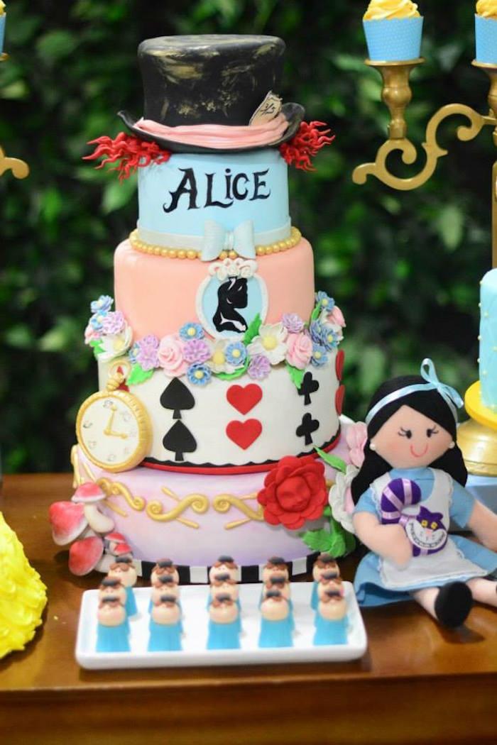 disney-alice-au-pays-des-merveilles-gâteau-anniversaire-fête-décoration-poupée-alice