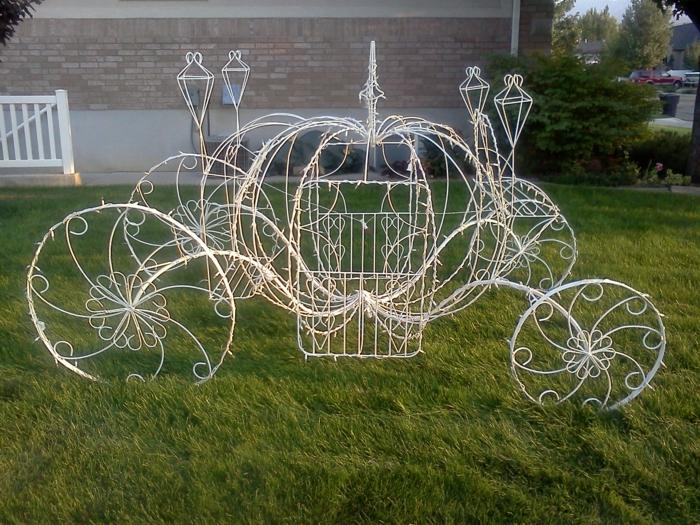 faire-à-soi-même-la-déco-mariage-belle-idées-cendrillon-robe-carosse-en-fer-jardin