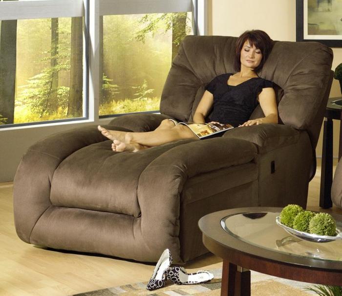 fauteuil-relaxation-ikea-de-couleur-marron-foncé