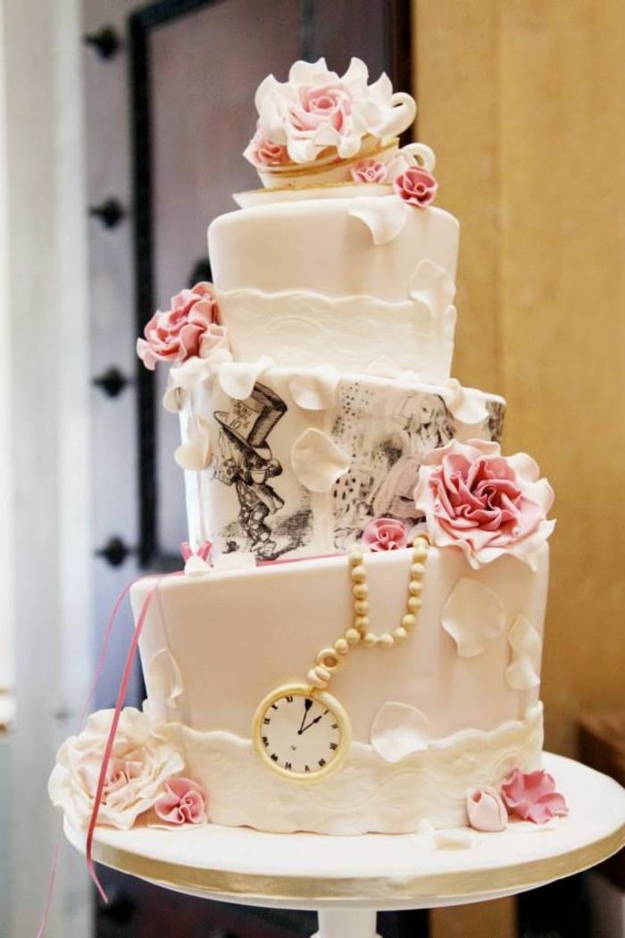 gâteau-de-mariage-3-étages-Alice-au-pays-des-merveilles-Disney-dessin-animé-
