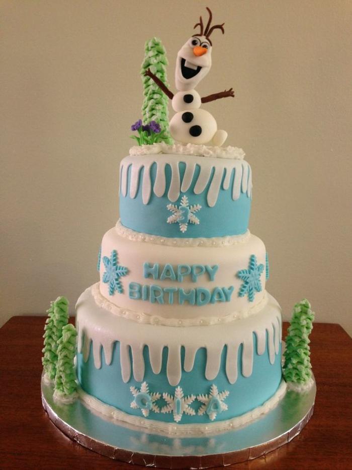 gâteau-la-reine-des-neiges-photo-sur-gateau-elsa-et-anna-figurine-pate-a-sucre-pines