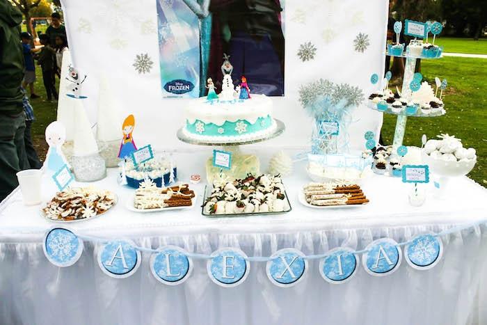 gâteau-pour-l-anniversaire-de-votre-file-avec-elsa-frozen-decors-gateaux-anniversaire-décoration-thematique