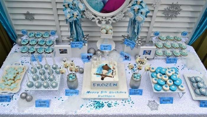 gâteau-reine-des-neiges-photo-sur-gateau-elsa-et-anna-figurine-pate-a-sucre