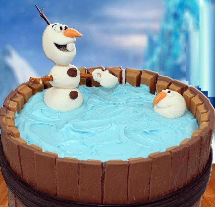 gateau-anniversaire-la-reine-des-neiges-idées-déco-la-reine-des-neiges-gateau-faire-kit-kat