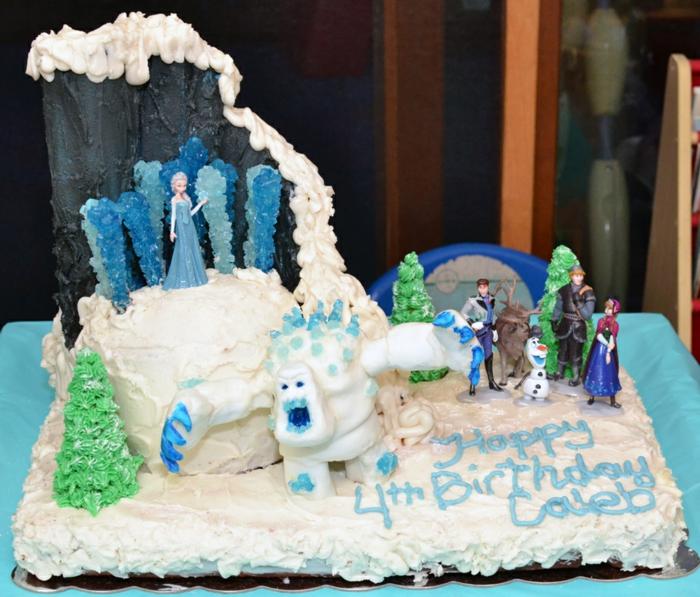 gateau-reine-des-neiges-pate-a-sucre-gâteau-la-reine-des-neiges-comment-faire-idées