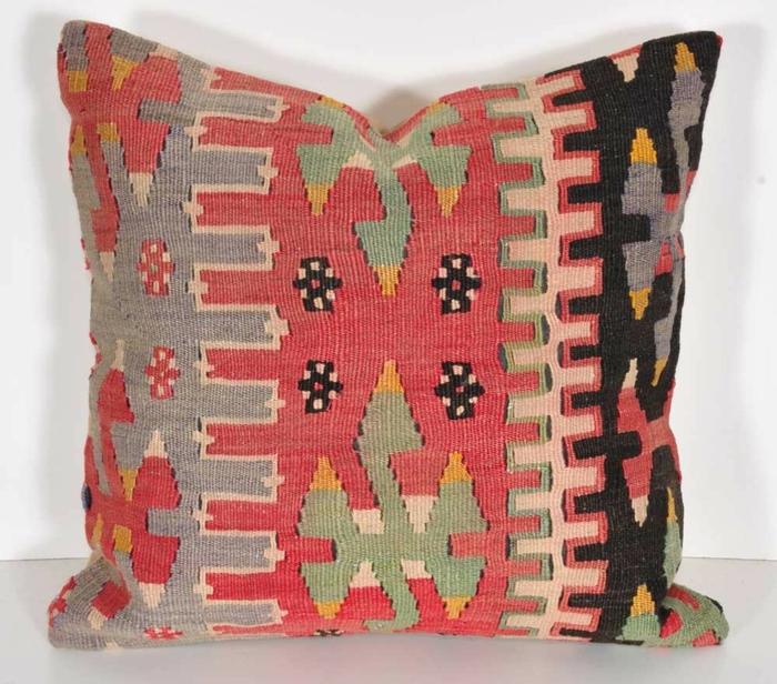 housse-coussin-40x40-coloré-pour-avoir-un-canapé-moderne-salon-coloré