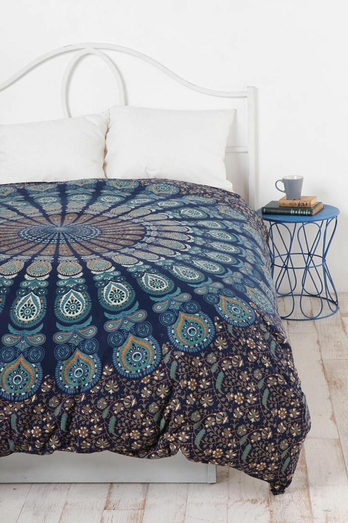 housse-de-couette-240x260-coloré-pour-votre-lit-chambre-a-coucher-mur-blanc-tete-de-lit-blanc
