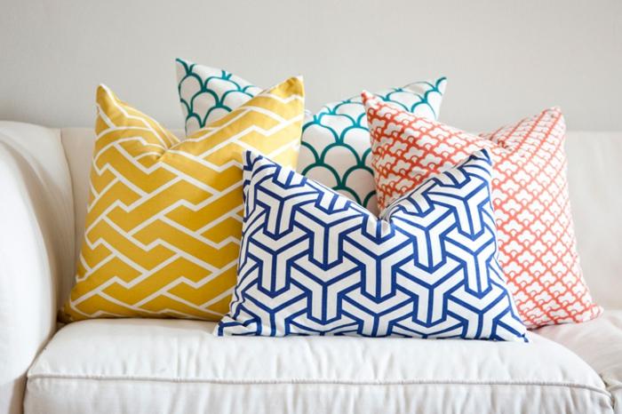 housse-de-coussin-design-intérieur-salle-de-séjour-bien-aménagée-jaunes
