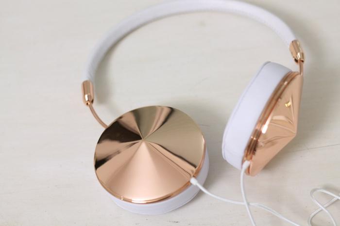 idée-cadeaux-originaux-beaux-pour-femme-casque-d'oreille-geek-cool-cadeaux-boucles-d-oreilles-stylés