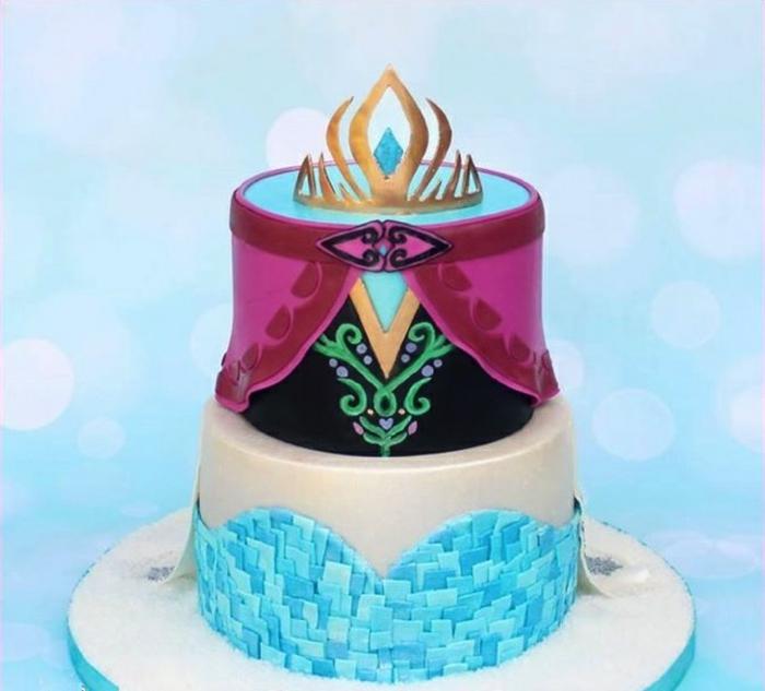 idée-déco-gâteau-anniversaire-fille-reine-des-neiges-gateaux-idées-anna-et-elsa
