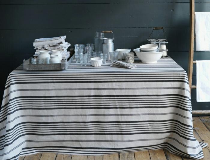 idée-déco-inspiration-table-avec-nappe-en-lin-belle-rayé-blanc-et-noir