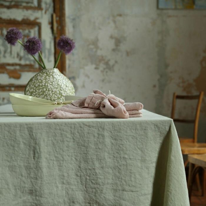 idée-déco-inspiration-table-avec-nappe-en-lin-belle-rustique-cuisine