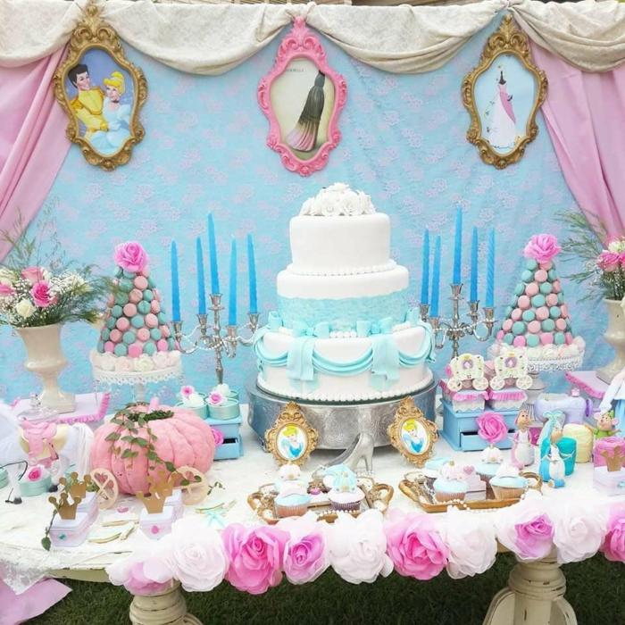 idées-déco-cendrillon-dessin-animé-inspiration-fête-décoration-originale-gâteau-bleu-et-blanc