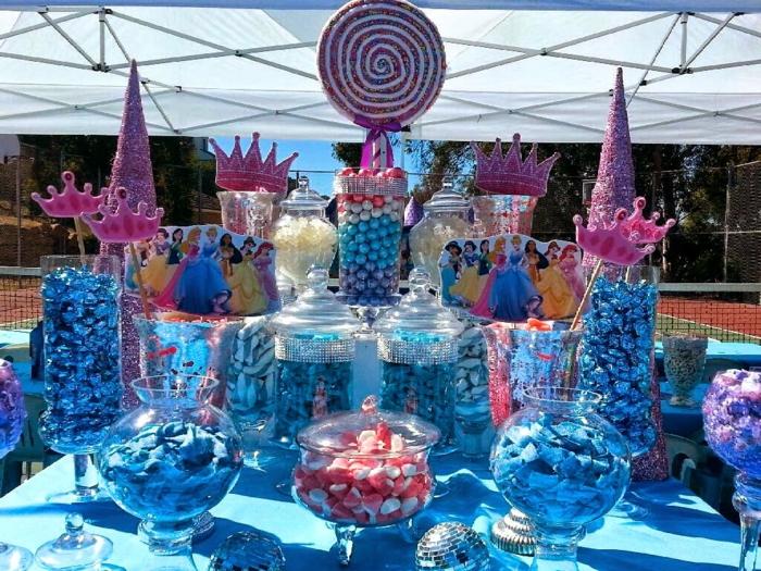 idées-déco-cendrillon-dessin-animé-inspiration-fête-décoration-originale-gâteau-table