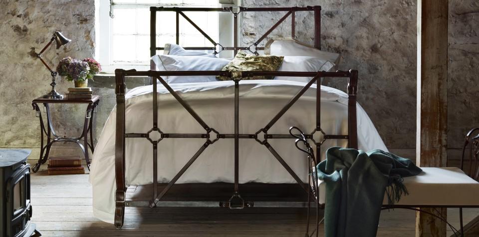 idées-déco-chambre-adulte-complete-lit-chambre-à-coucher-style-beauté-lit-à-fer