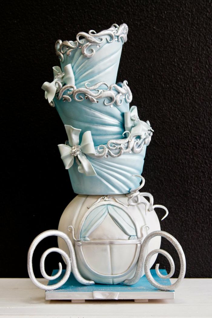 idées-déco-gâteau-cendrillon-dessin-animé-inspiration-fête-décoration-originale-carrosse