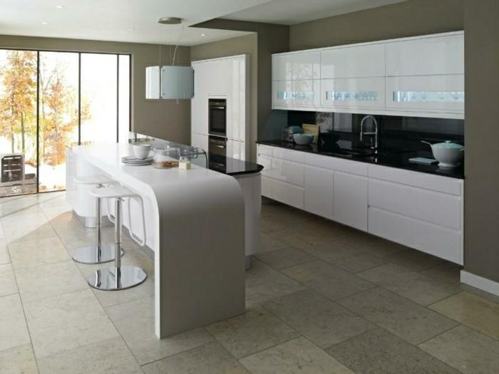 idee-deco-cuisine-photo-cuisine-blanc-laqué-aménagement-chaise-haute