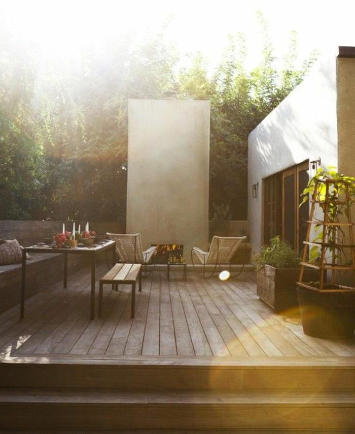 idee-deco-jardin-exterieur-sol-en-planchers-en-bois-et-meubles-d-extérieur-sur-la-terrasse