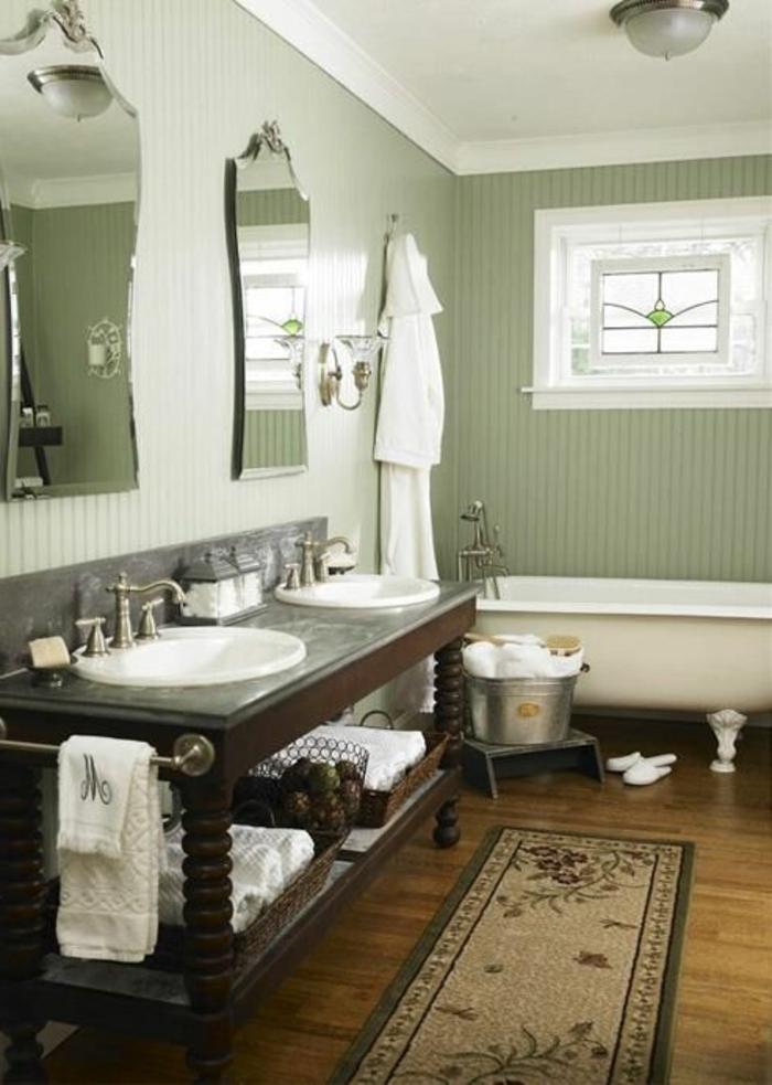 ikea-accessoire-salle-de-bain-avec-un-tapis-rétro-et-murs-verts-plafond-blanc