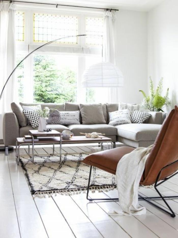intérieurs-scandinaves-avec-meuble-norvegien-avec-sol-en-planchers-blancs-meubles-scandinaves