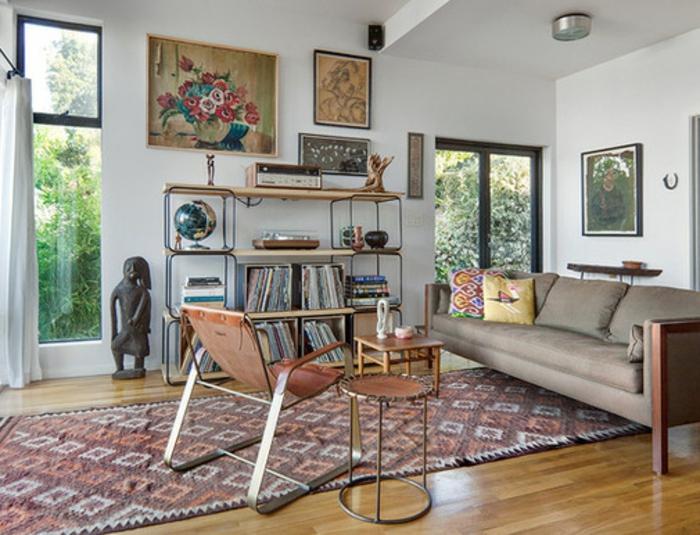 intérieurs-scandinaves-avec-meuble-norvegien-dans-le-salon-avec-parquet