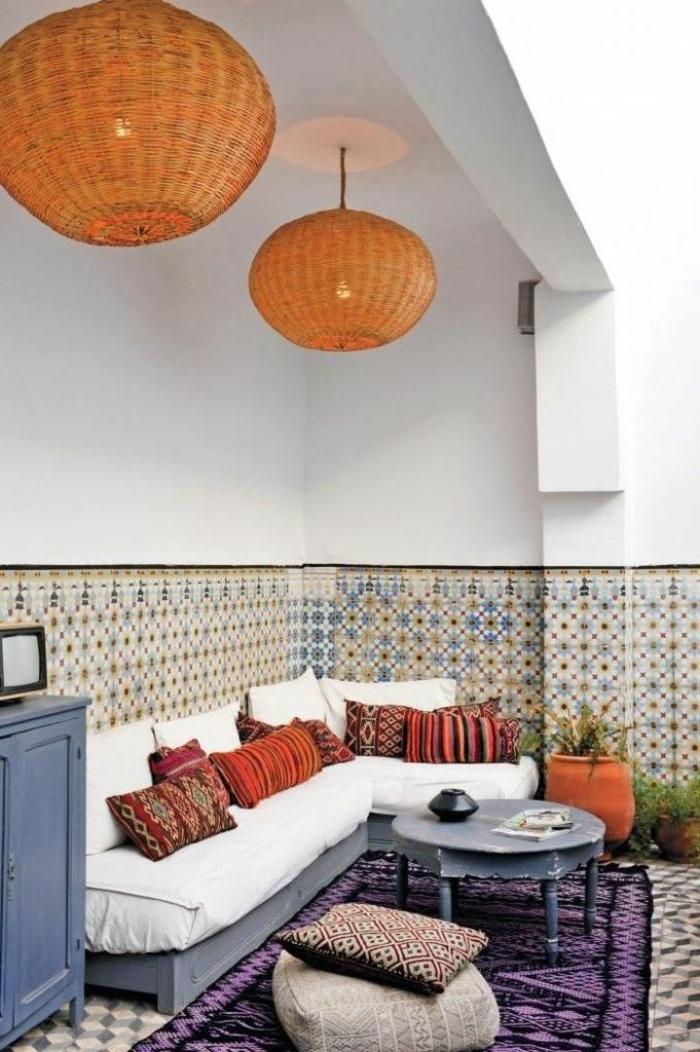 jardin-avec-tapis-d-extéieur-violet-meubles-de-jardin-modernes-et-chic