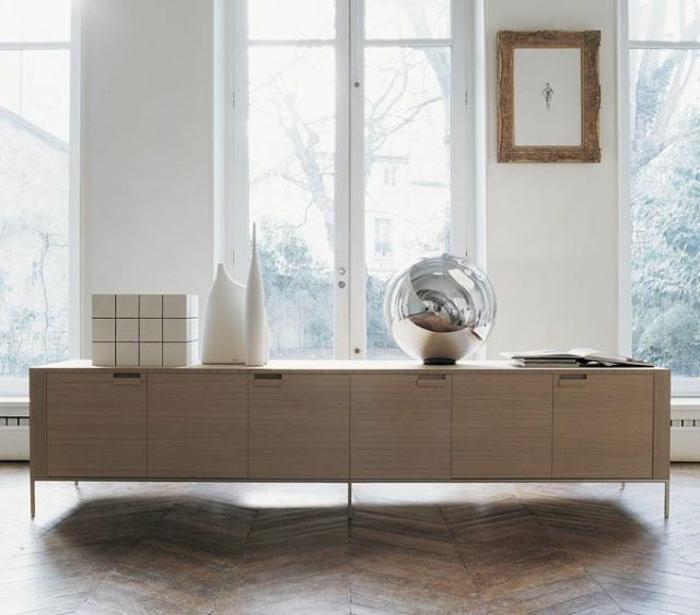 joli-bahut-ikea-pvc-en-couleur-beige-clair-avec-une-decoration-boule-sur-le-bahut-contemporain