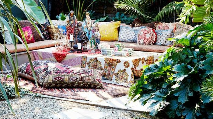 joli-jardin-de-style-chinois-avec-tapis-d-exterieur-coloré-pour-le-jardin