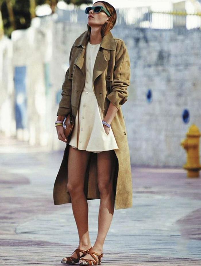 joli-manteau-camaieu-de-couleur-beige-pour-les-filles-modernes-lunettes-de-soleil