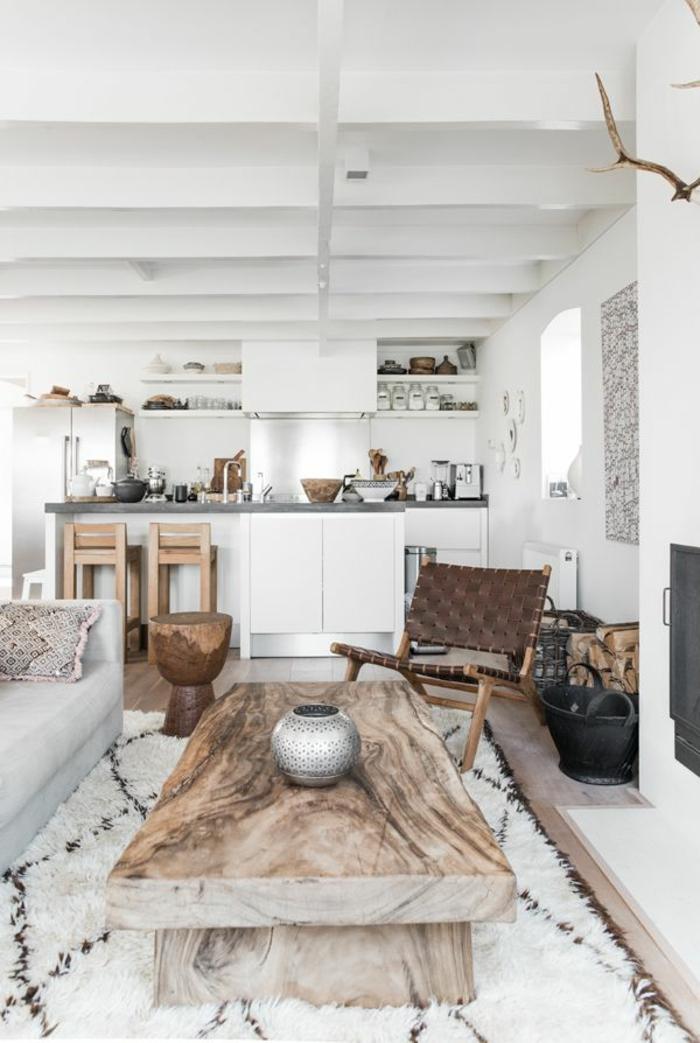 joli-salon-relooker-son-salon-avec-les-meubles-en-bois-massif-et-un-tapis-blanc