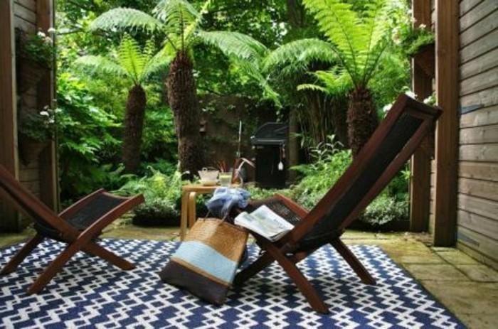 joli-tapis-d-extérieur-dans-le-jardin-mobilier-outdoor-meubles-d-extérieur