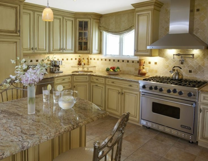 jolie-cuisine-beige-de-style-rustique-a-la-fois-feng-shui-tendances-modernes